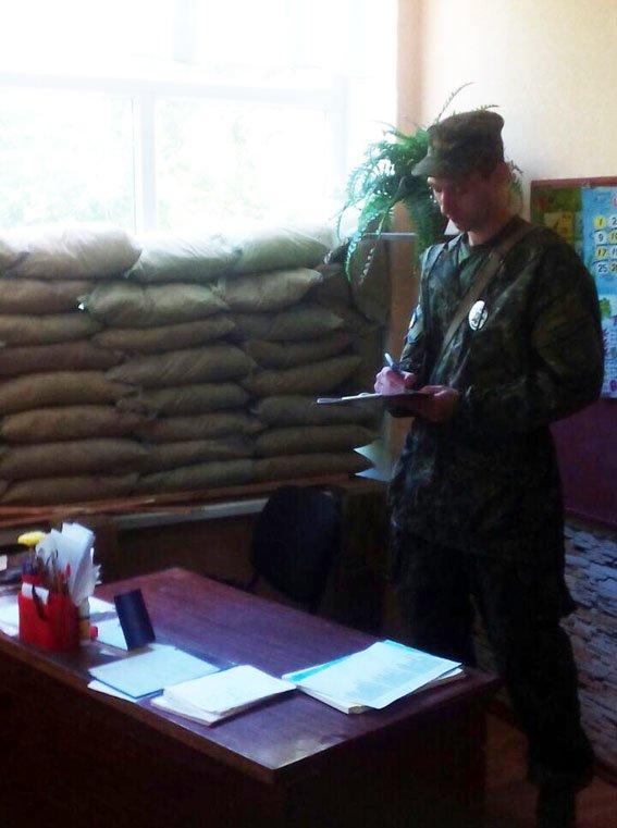 В Марьинке во время обстрела боевиков пулеметная пуля попала в учебный класс (ФОТО), фото-2