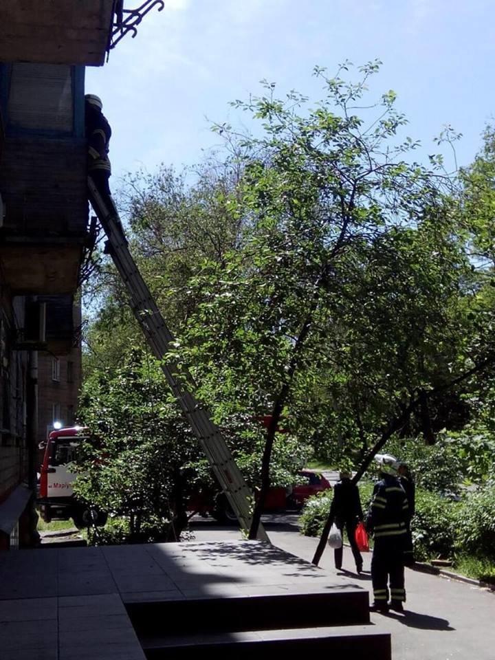 Спасателям пришлось заходить через балкон к спящему мариупольцу (Фотофакт), фото-2