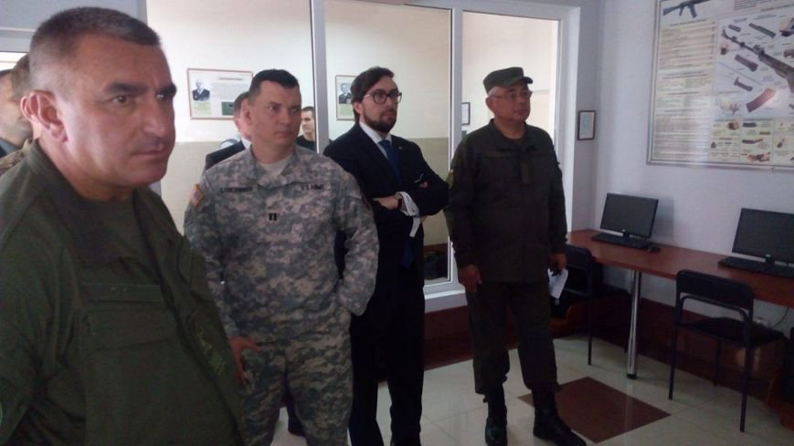Глава НАТО в Украине посетил Академию Нацгвардии и представил программу обучения для курсантов (ФОТО), фото-1