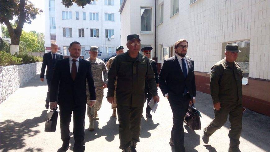Глава НАТО в Украине посетил Академию Нацгвардии и представил программу обучения для курсантов (ФОТО), фото-7