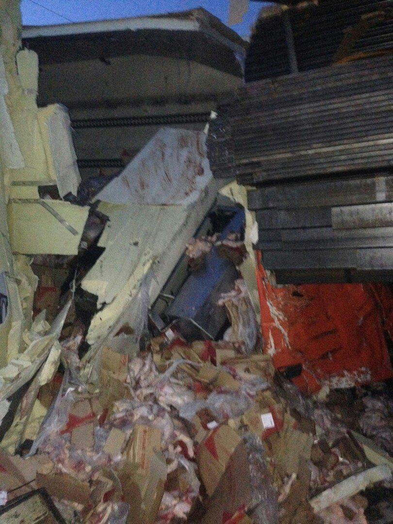 На крымской трассе фуре разворотило кабину после столкновения с другой фурой (ФОТО), фото-4