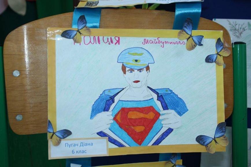 Супермен в летающей тарелке - так видят дети будущего полицейского (ФОТО), фото-3