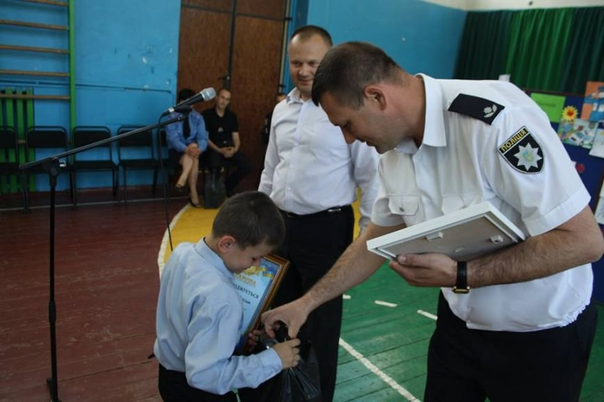 Супермен в летающей тарелке - так видят дети будущего полицейского (ФОТО), фото-5