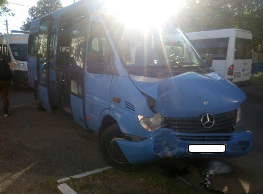 В центре Кременчуга маршрутное такси врезалось в электроопору. У пассажиров переломы и ушибы (дополнено), фото-3