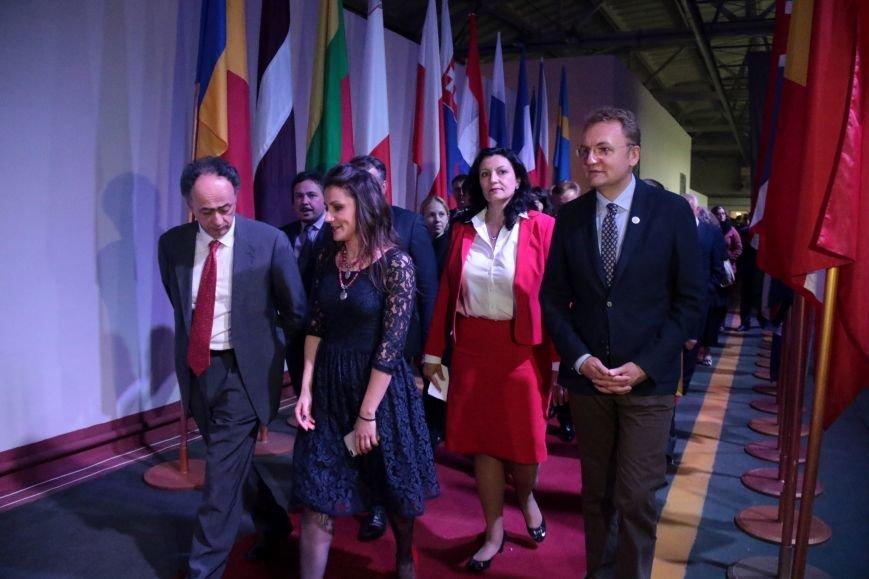 Як у Львові відзначали День Європи на бронетанковому заводі: фоторепортаж, фото-5