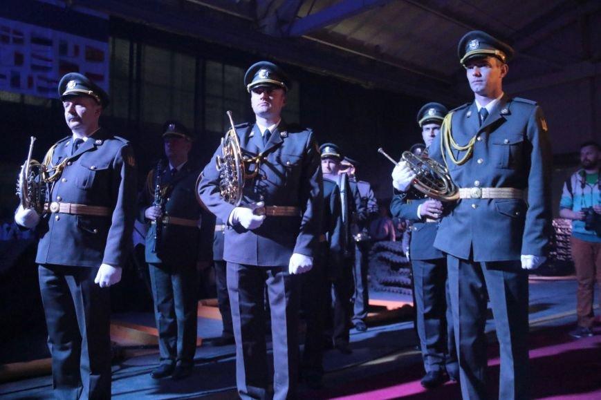 Як у Львові відзначали День Європи на бронетанковому заводі: фоторепортаж, фото-7