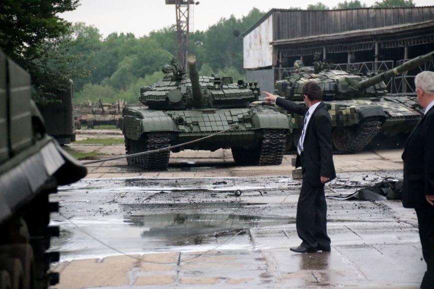 Як у Львові відзначали День Європи на бронетанковому заводі: фоторепортаж, фото-3