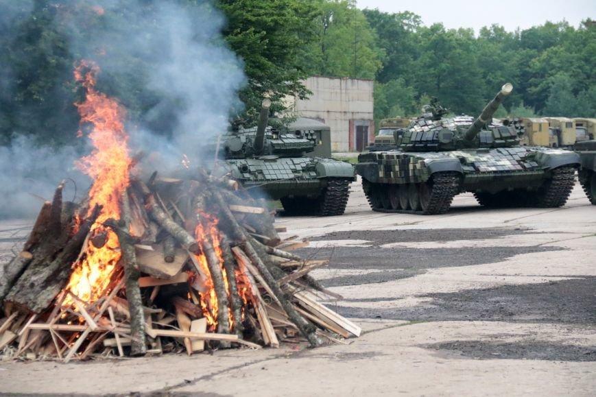 Як у Львові відзначали День Європи на бронетанковому заводі: фоторепортаж, фото-1