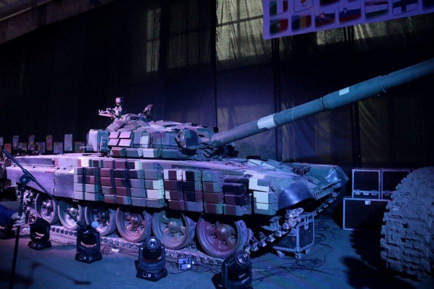 Як у Львові відзначали День Європи на бронетанковому заводі: фоторепортаж, фото-4
