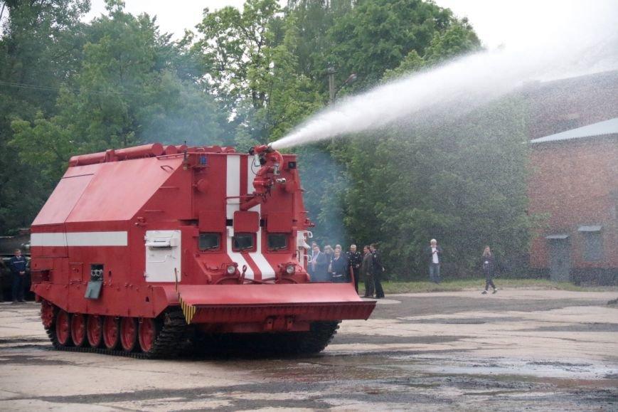 Як у Львові відзначали День Європи на бронетанковому заводі: фоторепортаж, фото-2