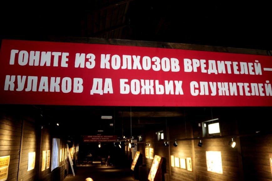 У Львові відкрили виставку, на якій можна побачити антирелігійні радянські плакати: фоторепортаж, фото-1