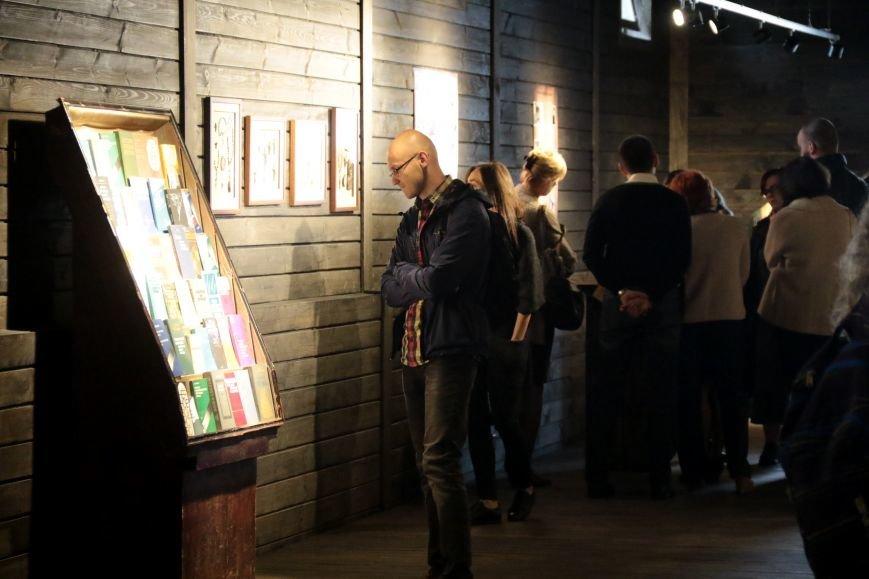 У Львові відкрили виставку, на якій можна побачити антирелігійні радянські плакати: фоторепортаж, фото-8