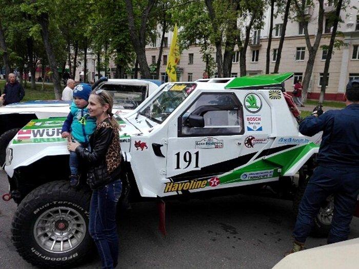 Полоцк готовится к ралли: фоторепортаж с выставки спортивных автомобилей на площади Скорины, фото-11