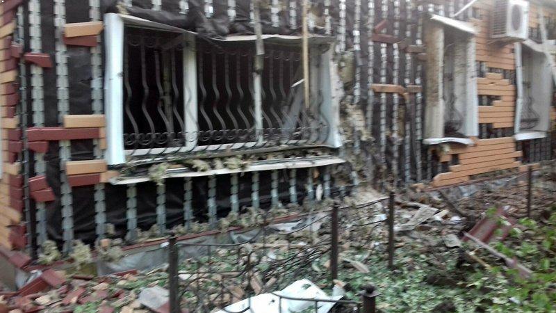 В Красногоровке снаряд боевиков взорвался между больницей и техникумом (ФОТО, ВИДЕО), фото-4