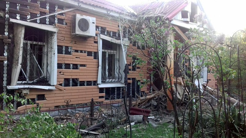 В Красногоровке снаряд боевиков взорвался между больницей и техникумом (ФОТО, ВИДЕО), фото-8