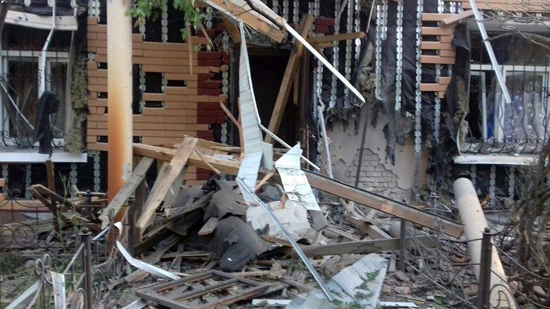 В Красногоровке снаряд боевиков взорвался между больницей и техникумом (ФОТО, ВИДЕО), фото-10