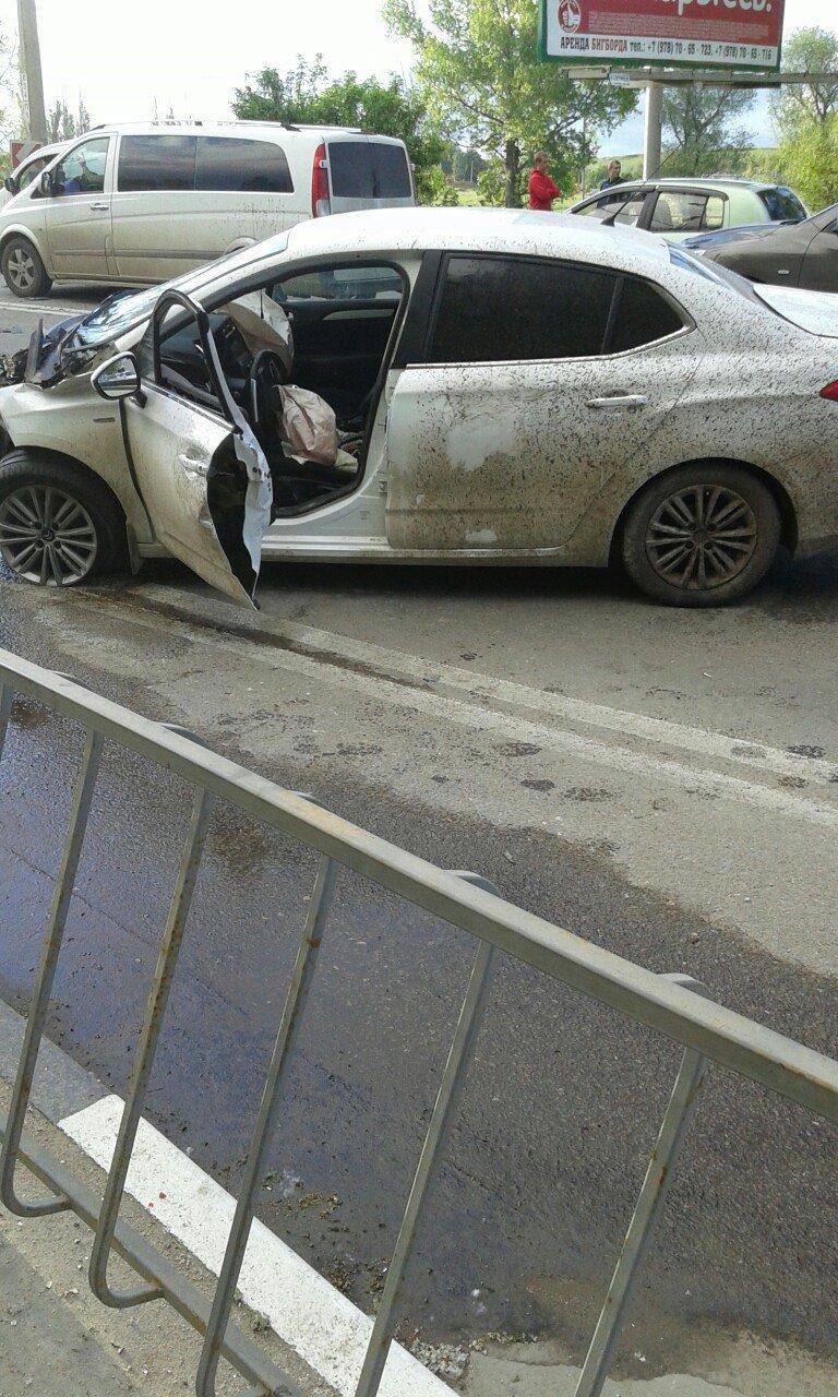 Под Симферополем на трассе столкнулись две иномарки (ФОТО), фото-4