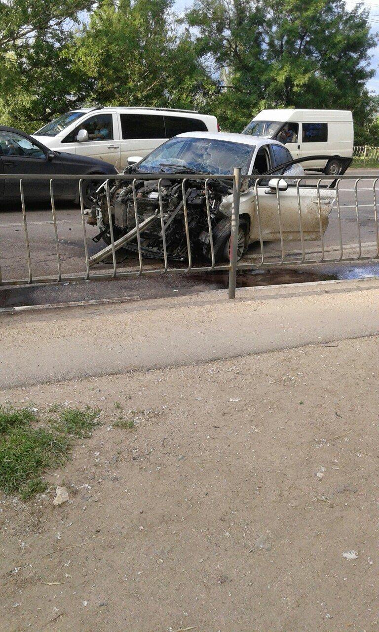 Под Симферополем на трассе столкнулись две иномарки (ФОТО), фото-3