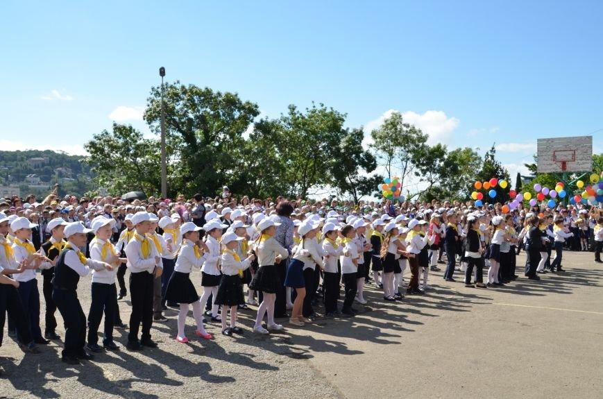 Роман Деркач посетил праздник Последнего звонка в Ялтинской средней школе № 1 (12)