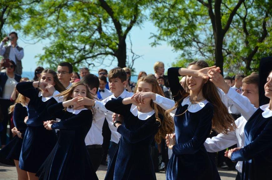 Последний звонок в Мариуполе: танцы, слезы и шаг во взрослую жизнь (ФОТО+ВИДЕО), фото-33