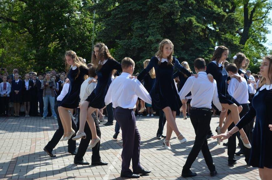 Последний звонок в Мариуполе: танцы, слезы и шаг во взрослую жизнь (ФОТО+ВИДЕО), фото-37
