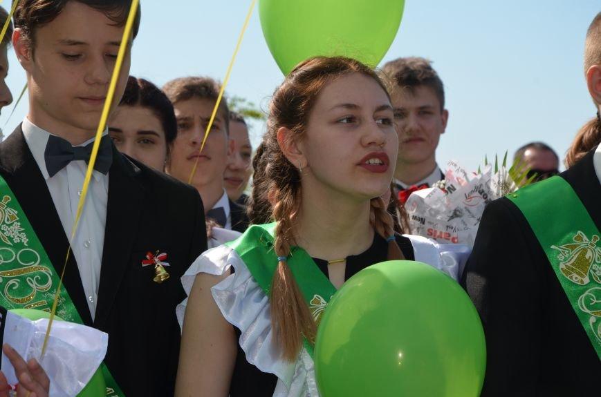 Последний звонок в Мариуполе: танцы, слезы и шаг во взрослую жизнь (ФОТО+ВИДЕО), фото-21