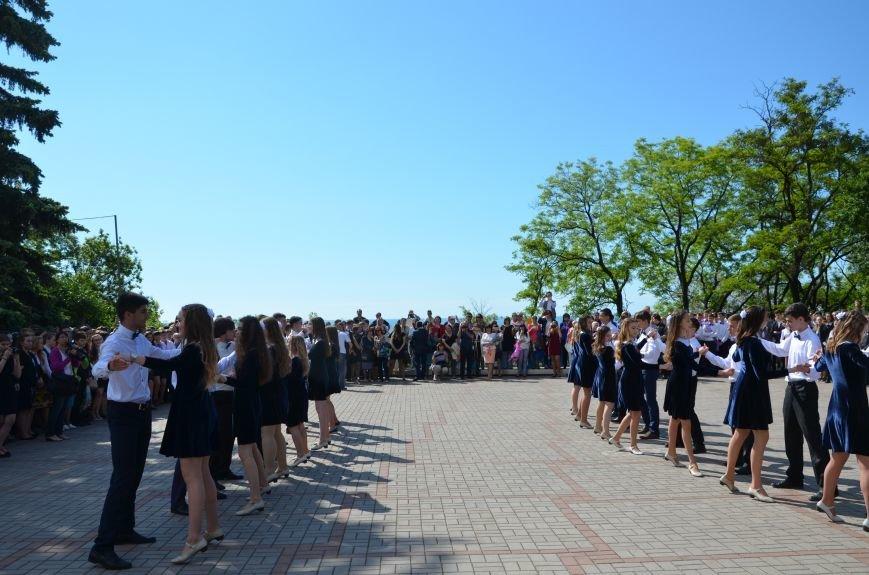 Последний звонок в Мариуполе: танцы, слезы и шаг во взрослую жизнь (ФОТО+ВИДЕО), фото-32
