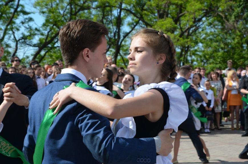 Последний звонок в Мариуполе: танцы, слезы и шаг во взрослую жизнь (ФОТО+ВИДЕО), фото-29