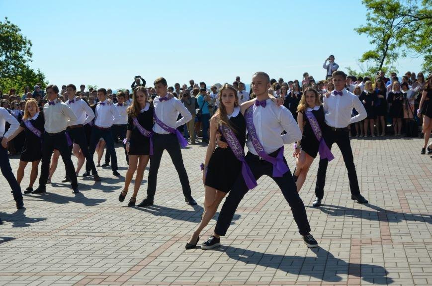 Последний звонок в Мариуполе: танцы, слезы и шаг во взрослую жизнь (ФОТО+ВИДЕО), фото-1