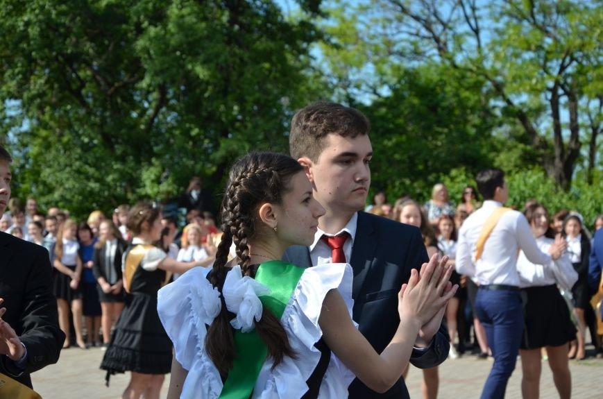 Последний звонок в Мариуполе: танцы, слезы и шаг во взрослую жизнь (ФОТО+ВИДЕО), фото-31