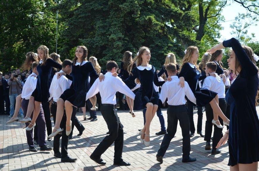Последний звонок в Мариуполе: танцы, слезы и шаг во взрослую жизнь (ФОТО+ВИДЕО), фото-36