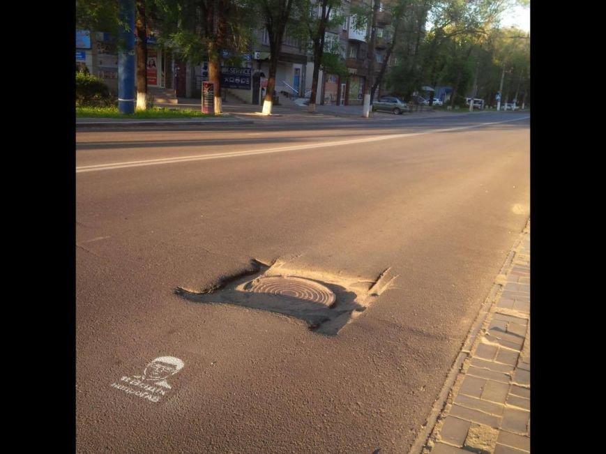 "#ВадікнепроГАВ"":На дорогах Мариуполя появились  интересные надписи (ФОТОРЕПОРТАЖ), фото-2"