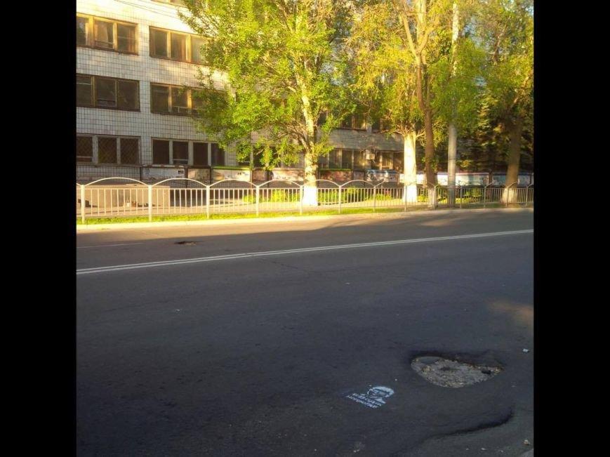 "#ВадікнепроГАВ"":На дорогах Мариуполя появились  интересные надписи (ФОТОРЕПОРТАЖ), фото-1"