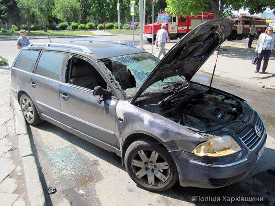 Полиция устанавливает обстоятельства возгорания микроавтобуса на Алексеевке (ФОТО), фото-1