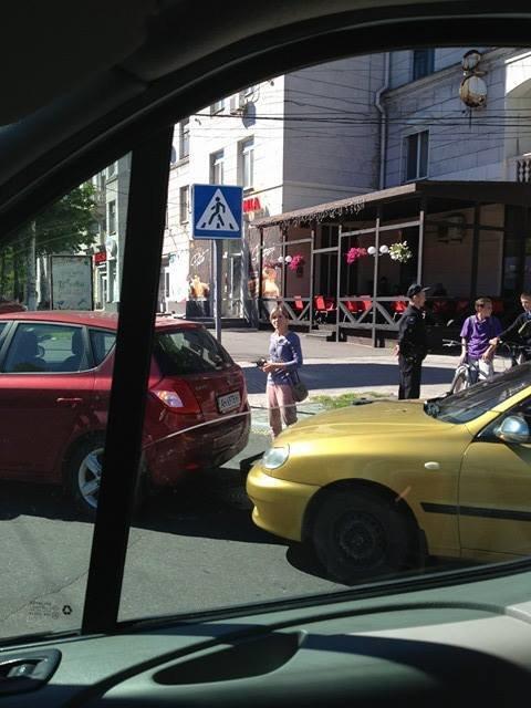 """В Мариуполе столкнулись """"КИА"""" и """"Дэу"""" (Фотофакт), фото-2"""