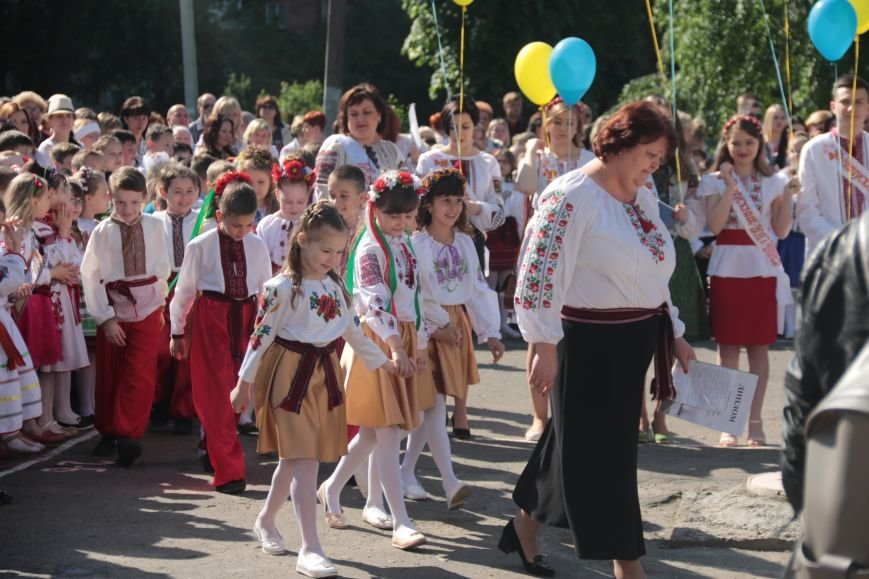 У львівських школах пролунав останній дзвоник (ФОТО), фото-1
