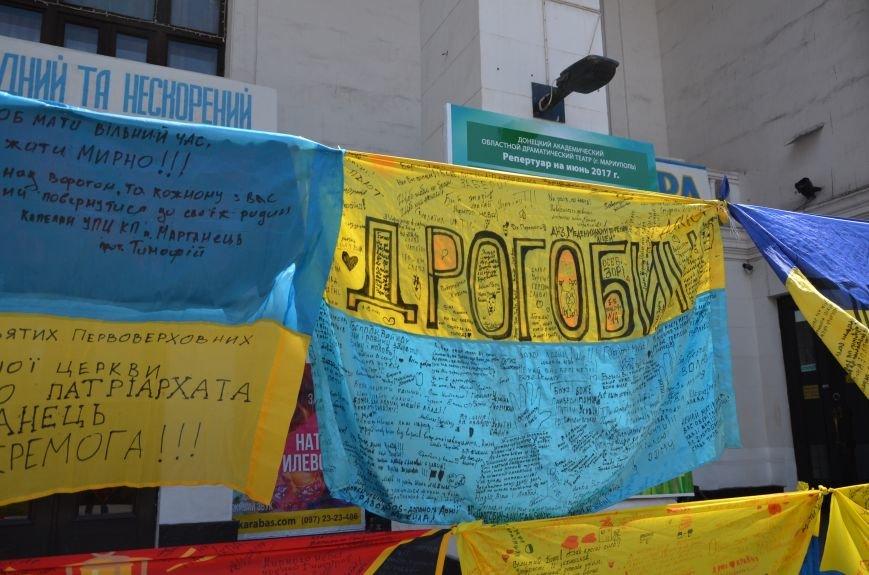 В Мариуполе возле драмтеатра появилось 400 флагов (ФОТО+ВИДЕО), фото-11