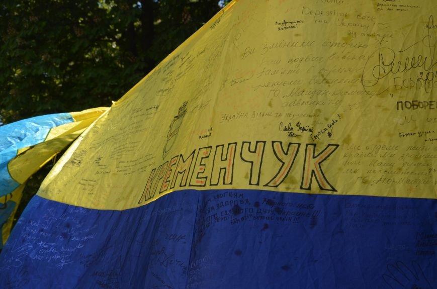 В Мариуполе возле драмтеатра появилось 400 флагов (ФОТО+ВИДЕО), фото-5