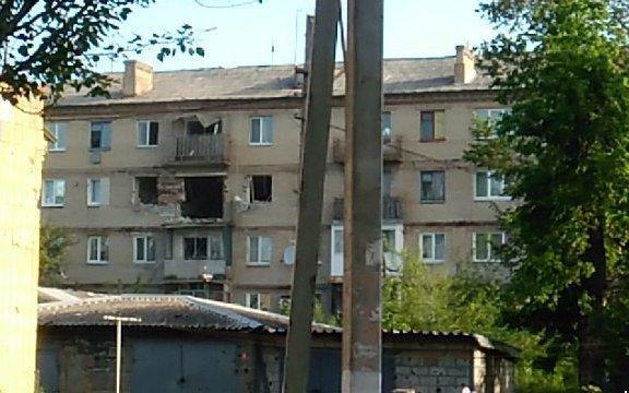 Боевики обстреляли Красногоровку: снаряды террористов попали в больницу, горит школа, ранены мирные жители (ФОТО, ВИДЕО), фото-4