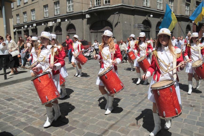 Свято Героїв у Львові відзначили урочистою ходою: як це було (ФОТО), фото-19