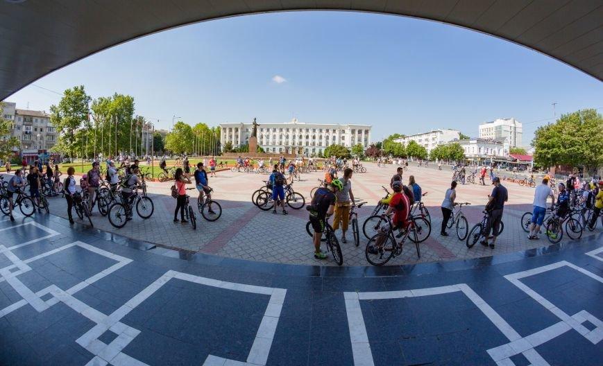 Велопарад собрал в центре Симферополя несколько сотен участников от мала до велика (ФОТО, ВИДЕО), фото-1