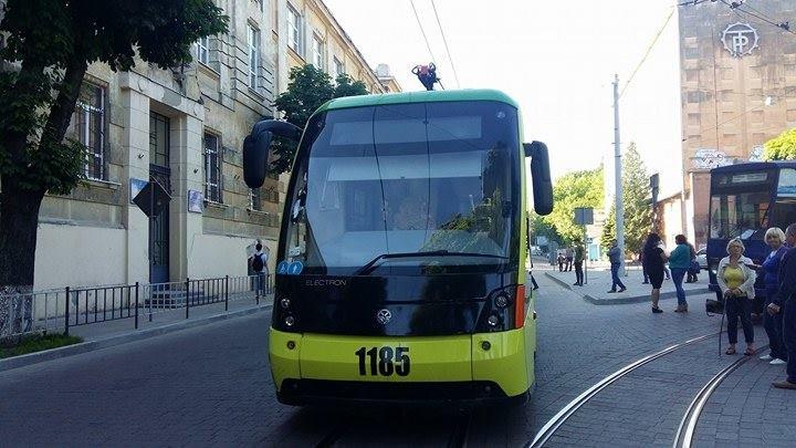 Зранку на Сихів знову не курсували трамваї (ФОТО), фото-3
