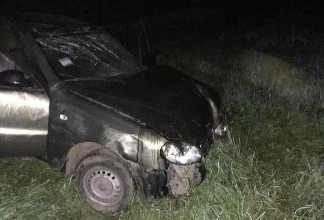 На Львівщині автомобіль врізався в дерево: постраждало четверо людей (ФОТОФАКТ), фото-1