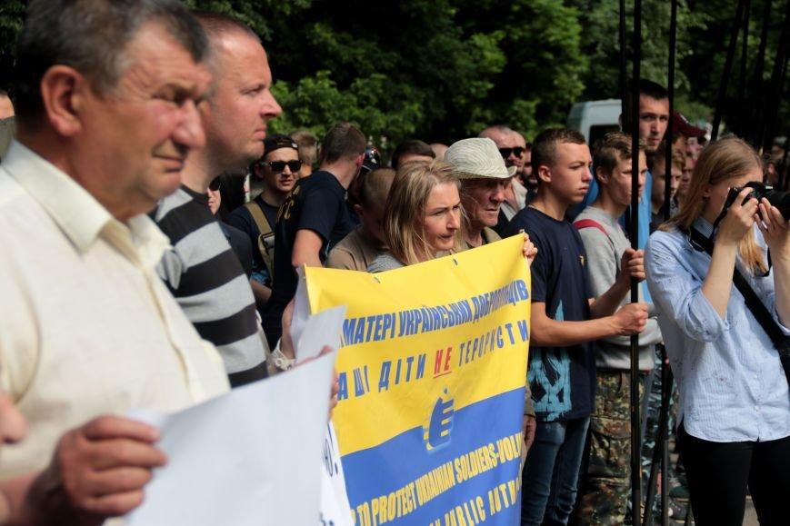 Львівську обласну раду пікетують: дізнайся, хто і чому (ФОТОРЕПОРТАЖ), фото-1