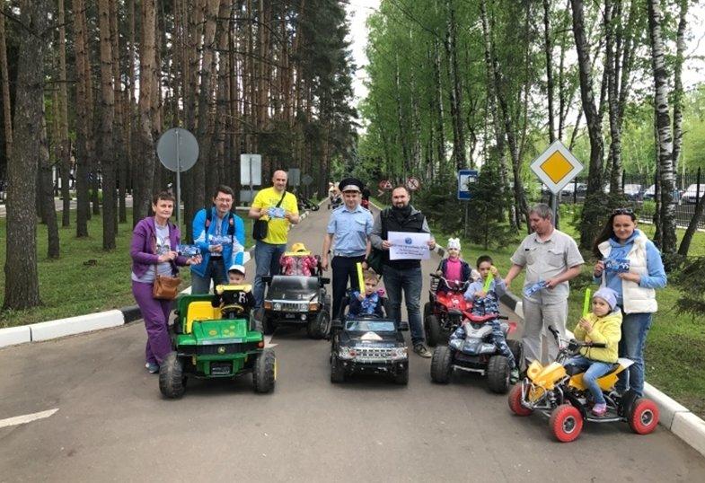Сотрудники Госавтоинспекции провели в парке «Ёлочки» занятия по БДД для детей, фото-1