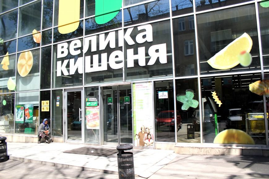 В Мариуполе из магазина «Велика кишеня» вывозят товар (ФОТО), фото-3