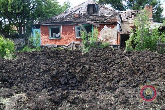 В Красногоровке в результате обстрела боевиков повреждены 42 дома (ФОТО), фото-1