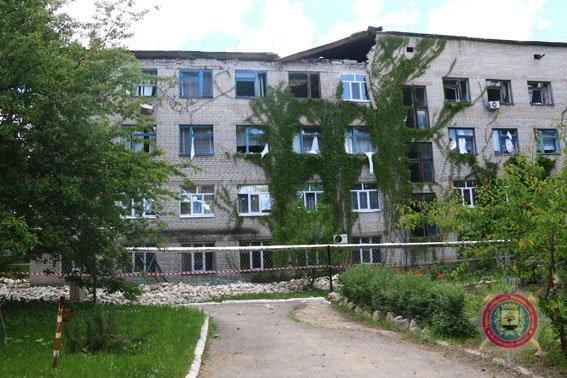 В Красногоровке в результате обстрела боевиков повреждены 42 дома (ФОТО), фото-3