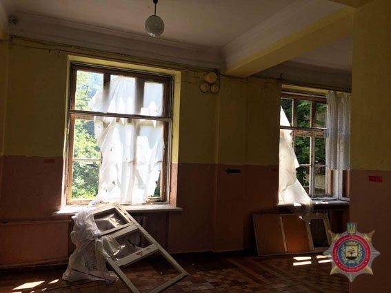 В Красногоровке в результате обстрела боевиков повреждены 42 дома (ФОТО), фото-2