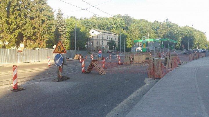 Обвал асфальту на вулиці Стуса ліквідовуватимуть ще більше тижня (ФОТО), фото-2